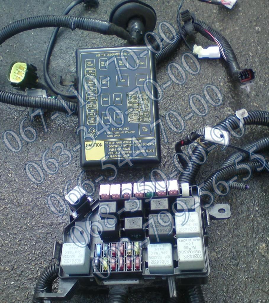 Блок предохранителей двигателя 1